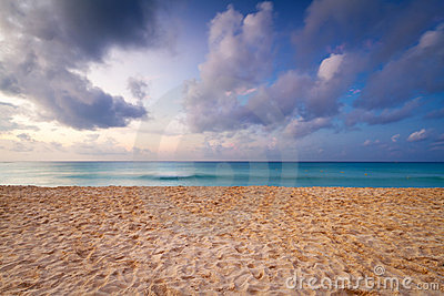 Playa del Caribe en la salida del sol