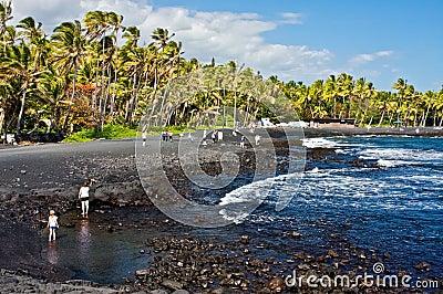 Playa negra de la arena Fotografía editorial