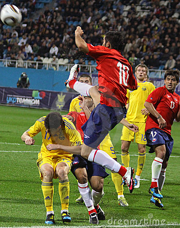 Free Players Of Ukraine And Chile Fight For The Ball Royalty Free Stock Photos - 15960948