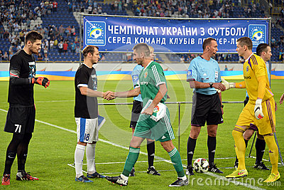 The players of the two teams greeting each other