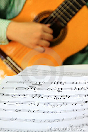 Playing classical guitar with music score