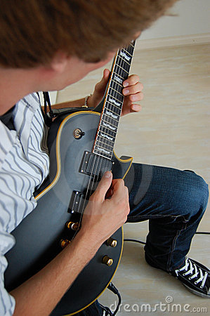 Free Playing Electric Guitar Royalty Free Stock Photography - 15566867