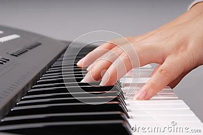 Playing electronic organ