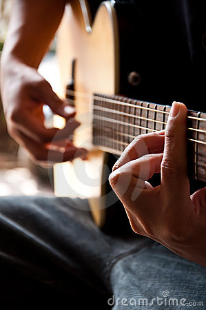 Playing guitar G chord