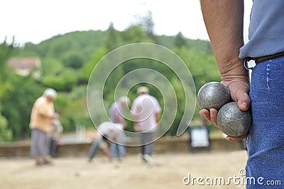 Playing jeu de boules