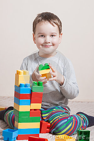 Free Playing Little Boy With Colored Cubes Royalty Free Stock Images - 74070819