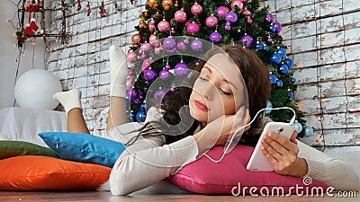 Playlist του νέου έτους, μουσική για τα Χριστούγεννα, φωτεινό ντεκόρ για την ημέρα των ευχαριστιών, υποομάδα νεολαίας απόθεμα βίντεο