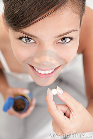 Píldoras/mujer de las vitaminas