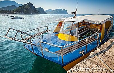 Pleasure boat with glass bottom