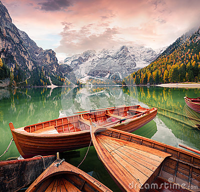 Free Pleasure Boats On Braies Lakeand Seekofel Mount On Background Royalty Free Stock Images - 99237199
