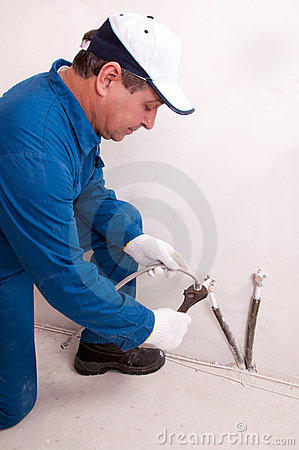 Maintenance technician job description hotel