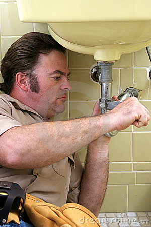 Free Plumber Using Pipe Wrench Stock Photography - 141942