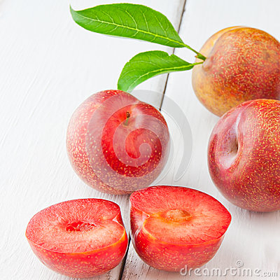 Free Plums Royalty Free Stock Image - 33389476