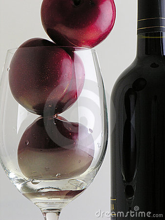 Free Plums And Wine  Stock Images - 2989884