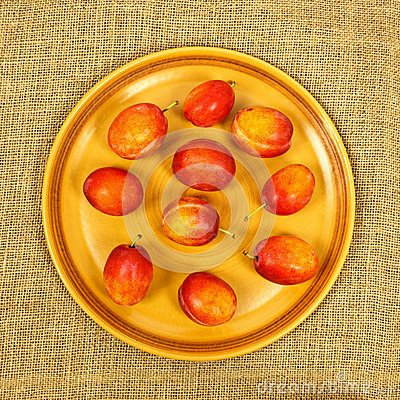 Free Plums On Plate Stock Image - 34762191