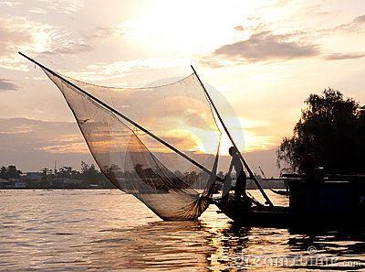 Półmroku piękny rybak Vietnam