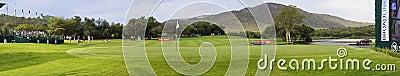 Póngase verde en el 17mo agujero - campo de golf del jugador de Gary Foto de archivo editorial