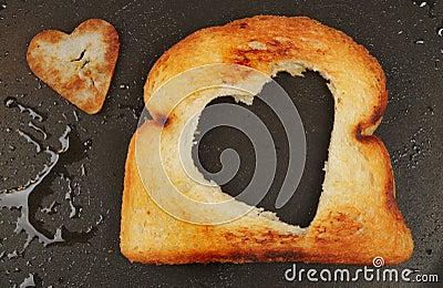 Pão fritado dado forma coração