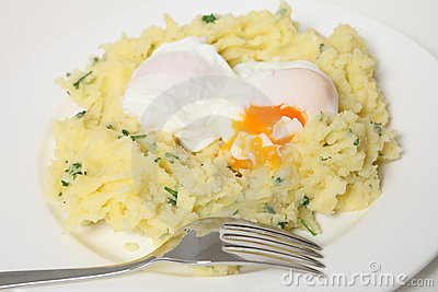 Poached eggs and potato