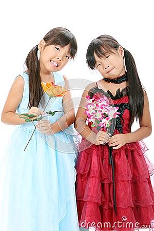 Pocas hermanas de las muchachas de Asia