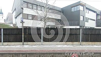 Pociąg odjeżdża Kuchl stację w Austria zbiory