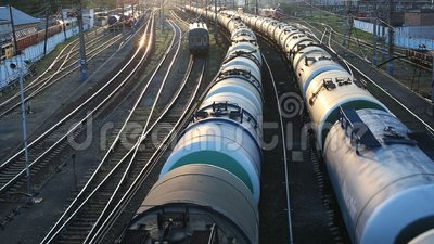 Pociąg towarowy przechodzi obok zdjęcie wideo