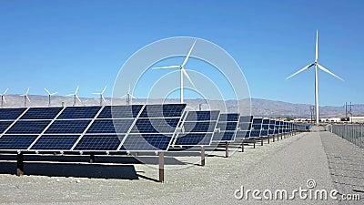 Poder de los paneles solares y de la turbina de viento
