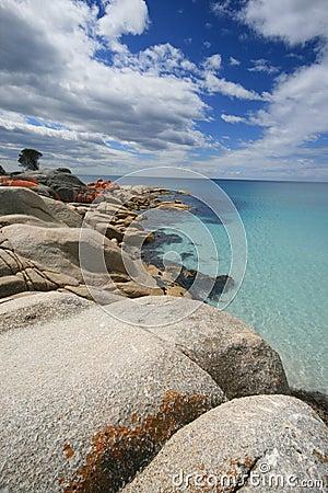 Podpalany binalong piaska turkusu wody biel