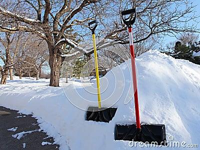 Pogodny zima dzień po śnieżycy w Minnestoa