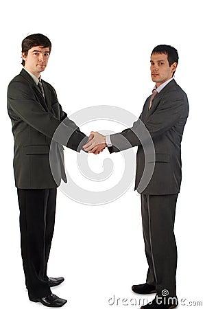 Poignée de main de deux jeunes hommes
