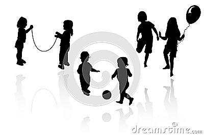 Pojkeflickor som leker silhouetten