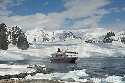 Polar landing boat approaching cruise ship