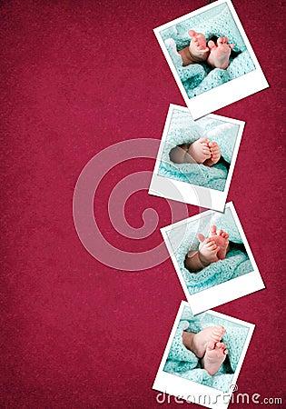 Polaroids felizes engraçados dos pés do bebê