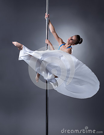 Free Pole Dance. Pretty Dancer Posing In Elegant Pose Royalty Free Stock Photos - 59959008