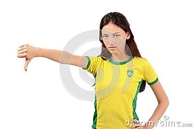 Polegares para baixo para Brasil.