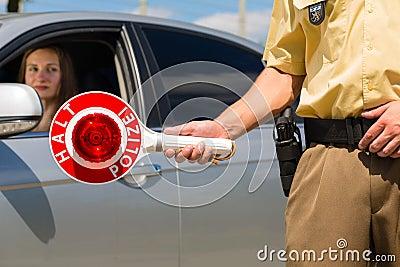 Policía - coche de la parada del policía o del poli