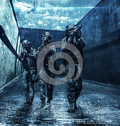 Free Police Officers SWAT Royalty Free Stock Images - 86977899