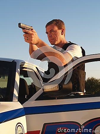 Policier avec l arme dessinée