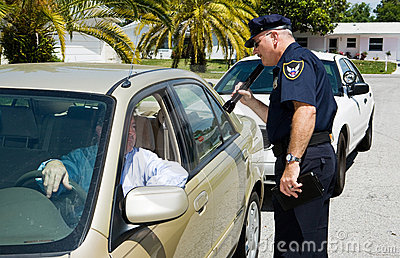 Policja przeszukuje flashl