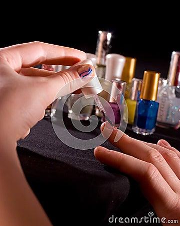 Polishing fingernails
