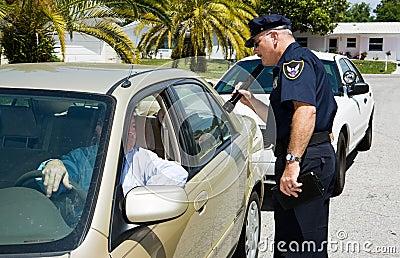 Polizei - suchend mit Flashl
