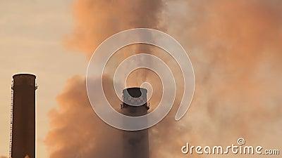 Poluição do ambiente das pilhas de fumo vídeos de arquivo