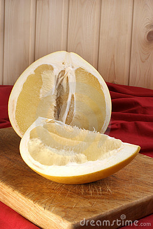 pomelo fruit is rich in vitamin C