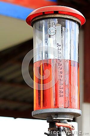 pompe d 39 essence manuelle la station service photographie stock image 22209192. Black Bedroom Furniture Sets. Home Design Ideas