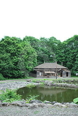 Pond that spreads out old Japanese house and forwa