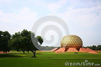 Pondicherry auroville的matrimandir