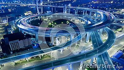 Pont de la Chine Changhaï Nanpu avec le laps de temps de circulation dense