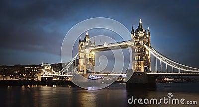 Pont de tour la nuit, Londres