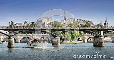 Pont des Arts bridge.
