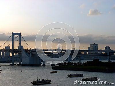 Pont en arc-en-ciel - Tokyo, Japon